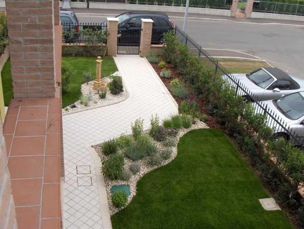 Aiuole modena giardiniere modena green creations for Progettazione aiuole